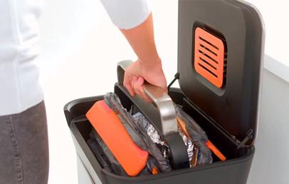 Easy Titan Trash Compactor   Compresses Garbage for Space
