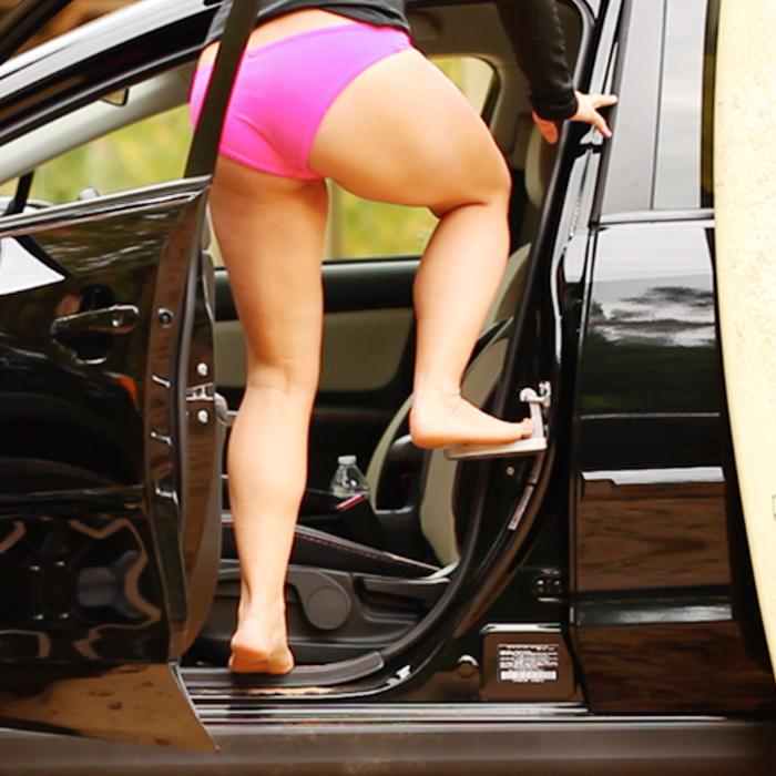 Moki Doorstep is the best tool to reach your car's roof rack