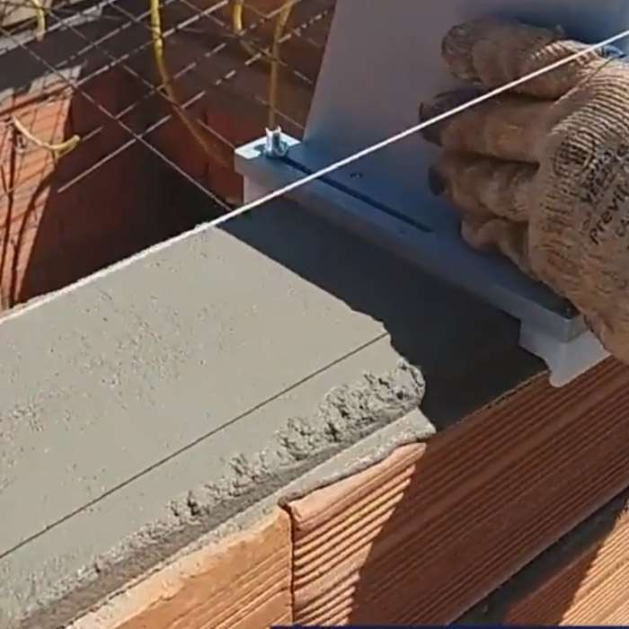 spreads cement evenly and can adjust to brick sizes