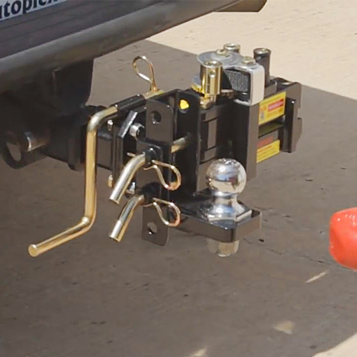 self aligning trailer hitch