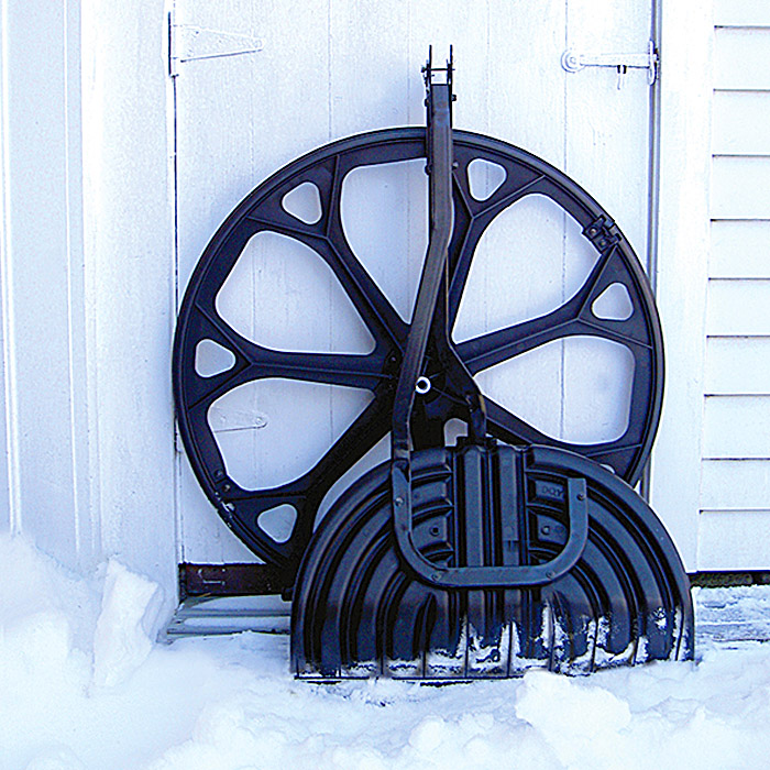 snow shovel with wheels