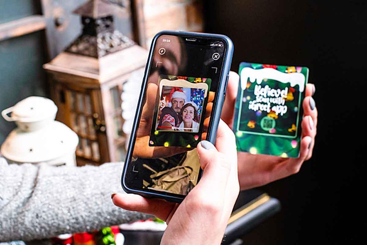 Augmented Reality Christmas Card 2020 iGreet | Augmented Reality Christmas Cards That Brings Back