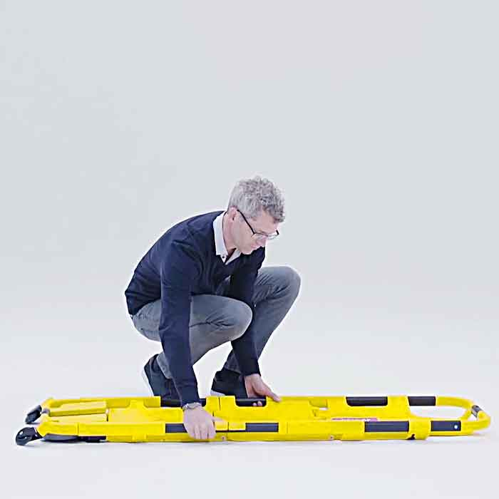Scoop stretcher can transform to a lightweight wheelchair in seconds