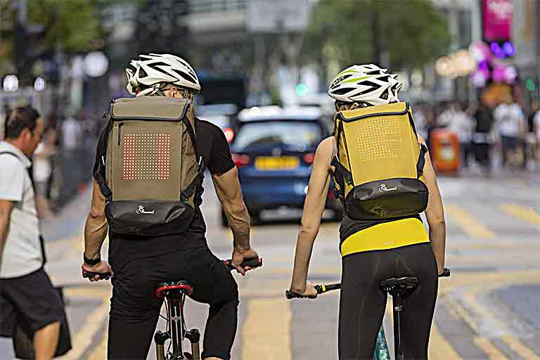 Bluetooth-Enabled Cycling Backpack has automatic light-up arrow signals Editor's