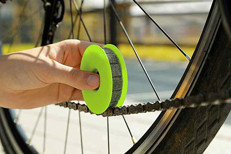 smart tool for the basic care of your bike chain