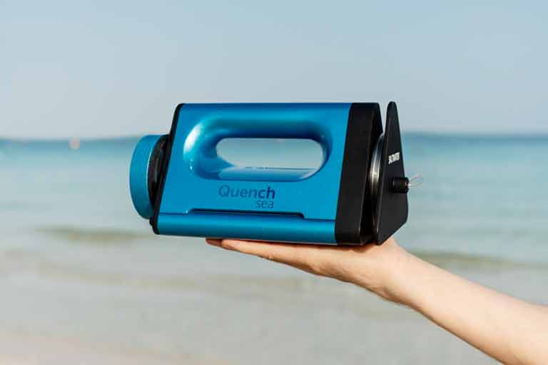 Device That Desalinates Seawater For Drinking