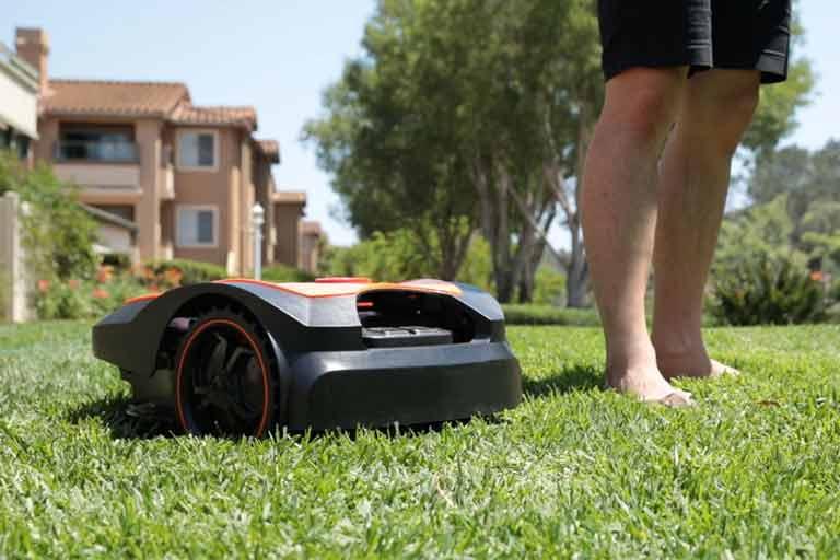 MowRo---Easy,-Safe,-Fully-Autonomous-Lawn-Mower