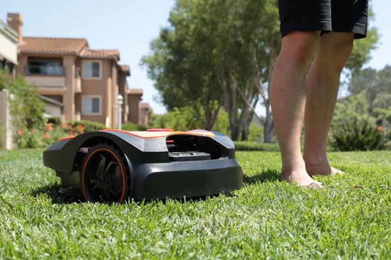 MowRo---Easy,-Safe,-Fully-Autonomous-Lawn-Mower