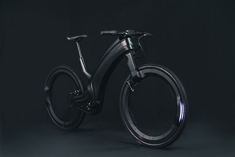 Futuristic design of the Hubless Reevo ebike